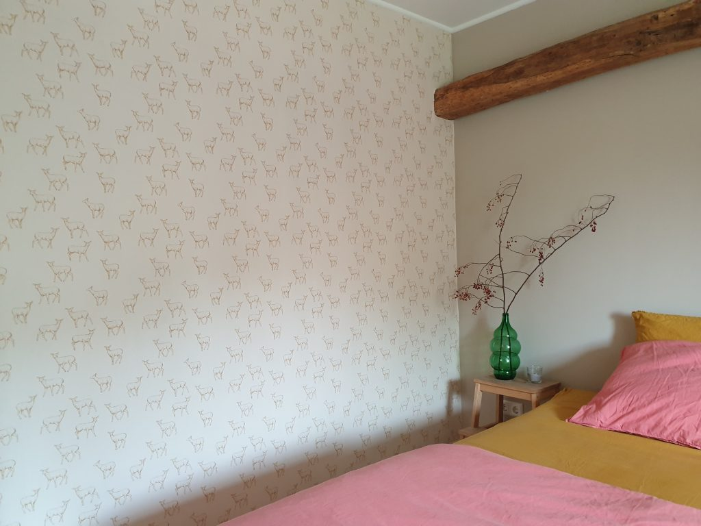 behang met hertjes in slaapkamer